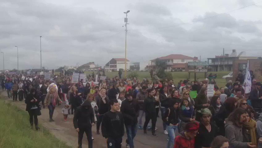 Asi se realiza ahora la marcha por el asesinato de Lucía en Playa Serena https://t.co/AREDprooDu
