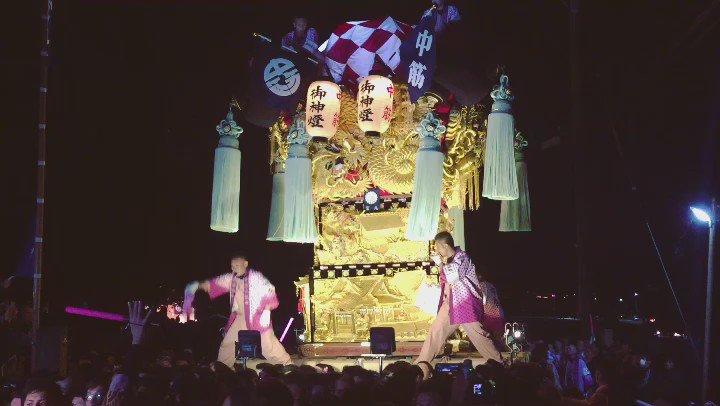 四国三大祭「新居浜太鼓祭り」の内宮神社かきあげを見て来た。2.5tある太鼓台を長い石段の上の内宮まであげる。 よさこい、阿波踊りとはまた違った魅力。勇壮! しかし朝4時からこの熱気ですよ。 #新居浜太鼓祭り https://t.co/ykWL3MnYeO