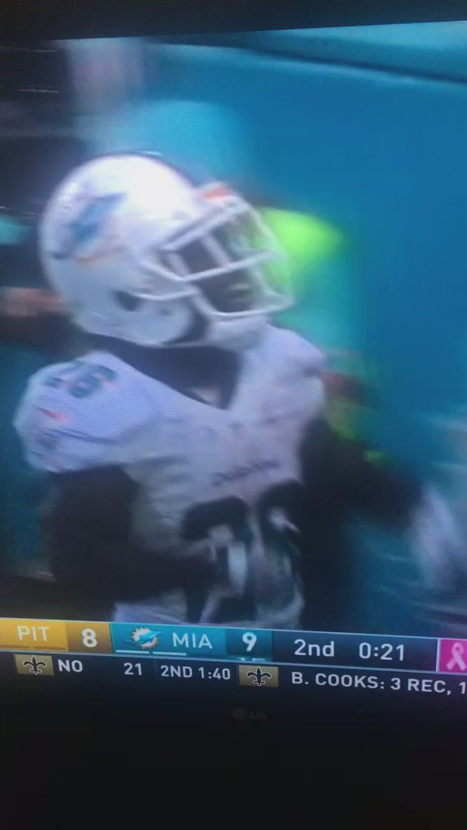 When thr Dolphins score…. https://t.co/s22QIJcSb3