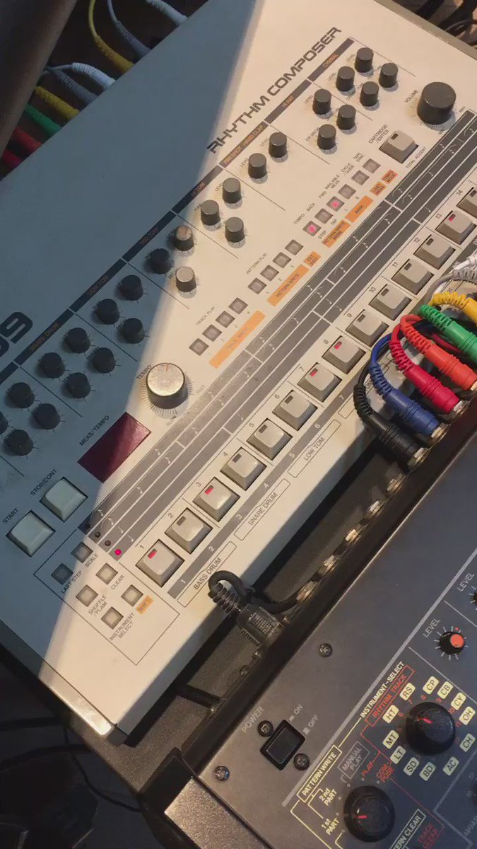 After 10 years they are back in sync :-) #TR909 #TR808 #TB303 #PS3100 https://t.co/dWRTeNg2JE