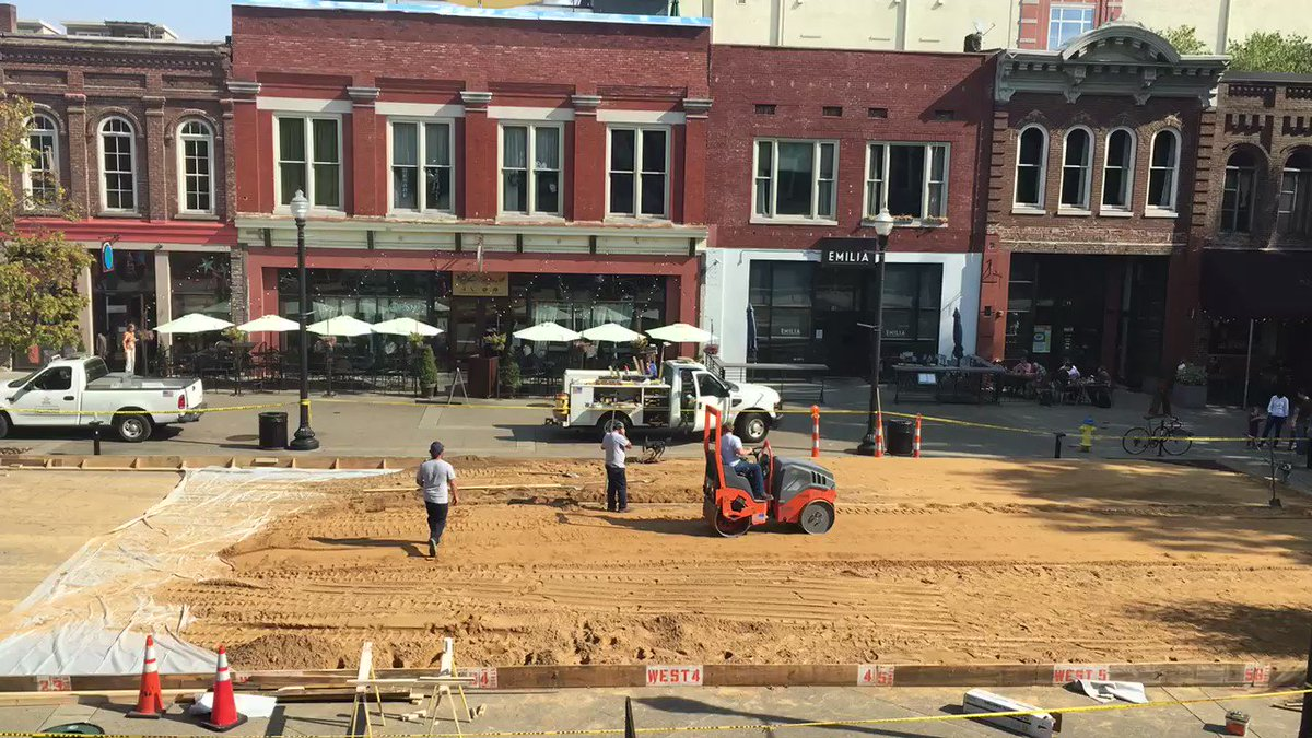 """Baby It's Cold Outside""??? Ice rink construction begins on Market Square. Opens on November 25. https://t.co/pOhrTi1wVp"