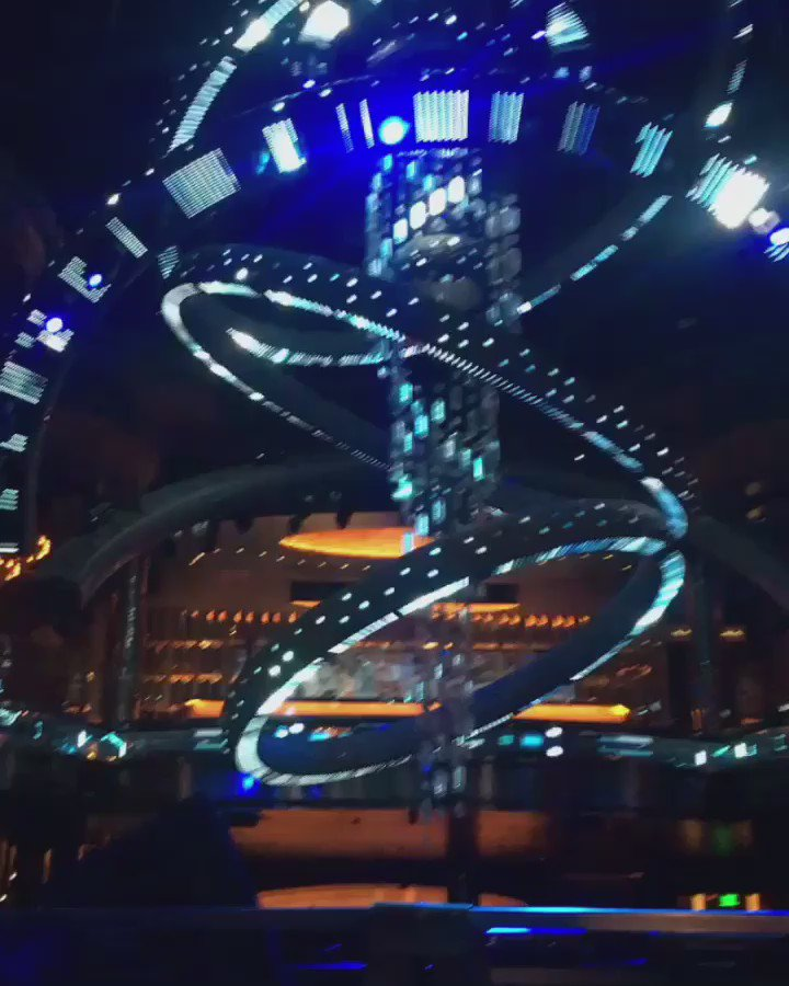 This chandelier was designed in AutoCAD BY @taittowers for @OmniaLasVegas. Too cool! #MadeInAutoCAD #AU2016 https://t.co/FaVoQTQybt