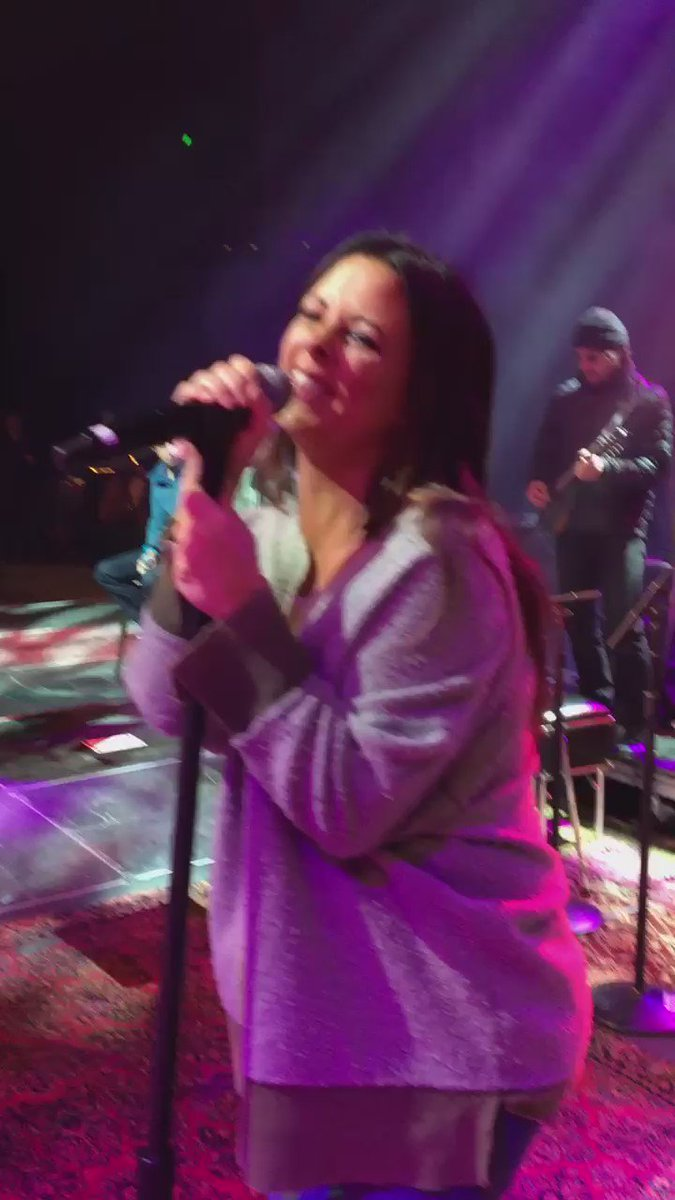 #Nashville!  Not too late to come out and see this amazing show!!  Here with @saraevansmusic! https://t.co/uCR3kmWkWn