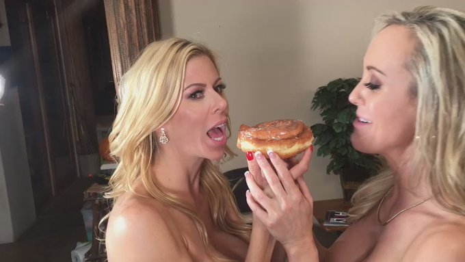 When on set with @AlexisFawx for @hollyrandall yummy! https://t.co/N5E34lvs8g