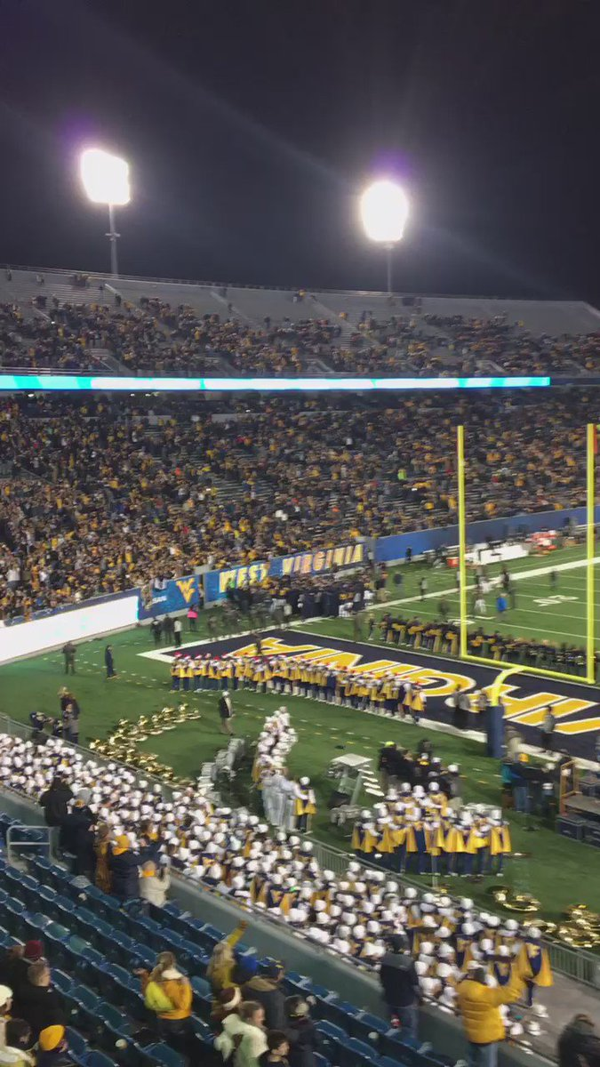 One final Country Roads at Milan Puskar Stadium for @WVUfootball! #WVU125 #HailWV https://t.co/UbuiYVO443
