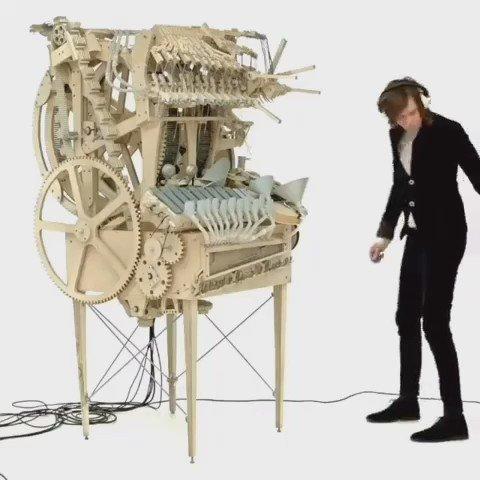 Wintergatan 'Marble Music Machine' uses 2000 marbles to create music !