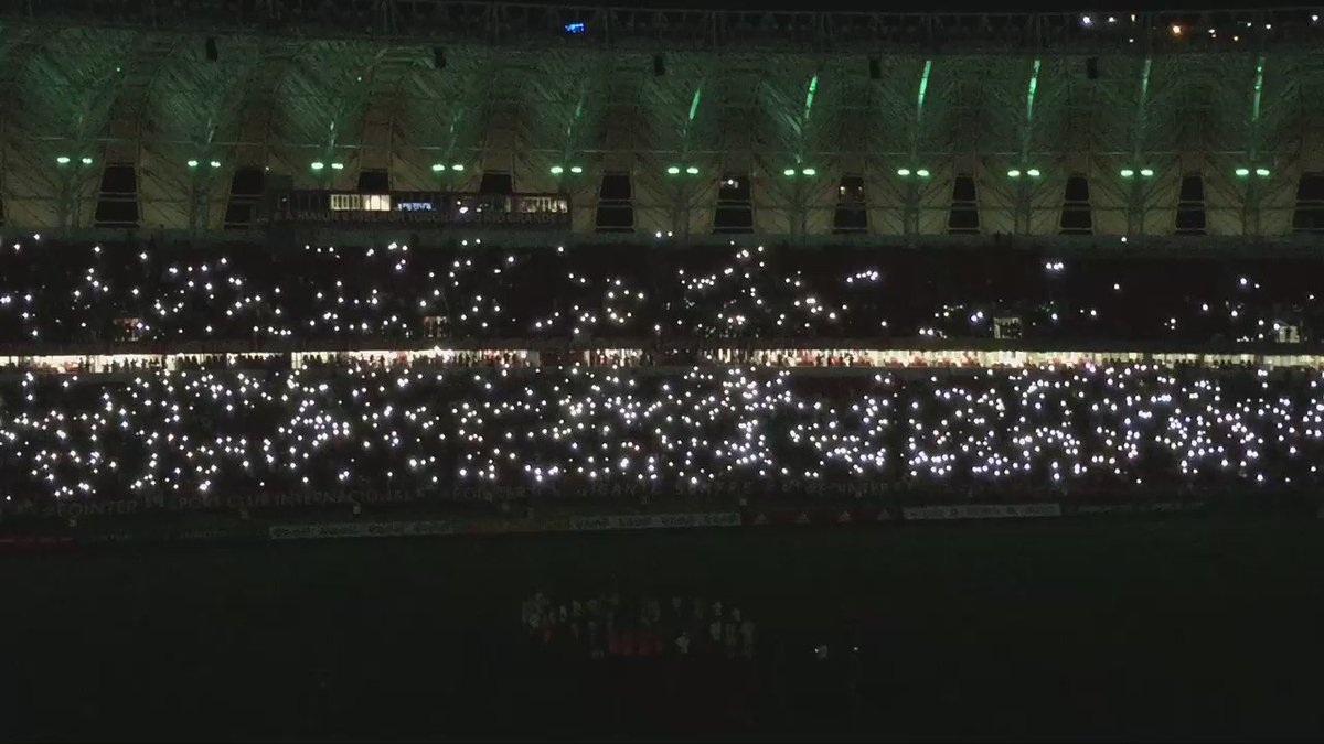 "Lance de Craque termina no Beira-Rio com o grito de ""vamo, vamo, Chapeeee"" https://t.co/C1BXWn4lbm"