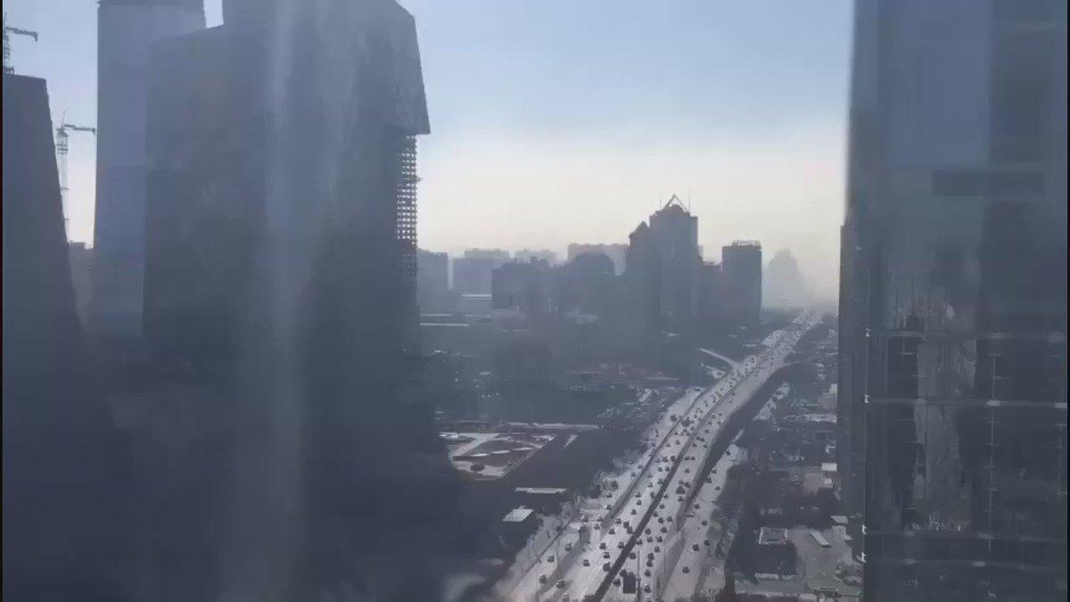 延时摄影下的雾霾来袭画面。我不知道是哪个城市,微信群里看到的。 https://t.co/hk195vu5kK