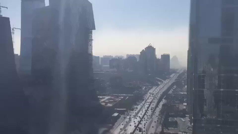 [雾霾延时摄影]微信朋友圈有人发的今天早上8点到10点国贸的延时摄影。 https://t.co/yssfZPmSGh