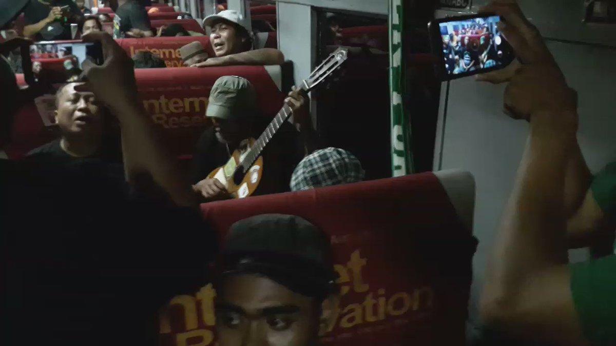 Nonton video @BonekHr jadi kangen awaydays ya? #GrudukBandung   Suasana dalam kereta pasundan https://t.co/PJFOMps5AQ