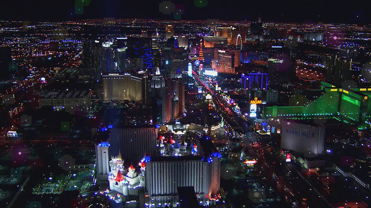 Las #Vegas breaks tourism record, welcoming 42.9M in 2016. #tourismmatters https://t.co/oR55QUvxk9