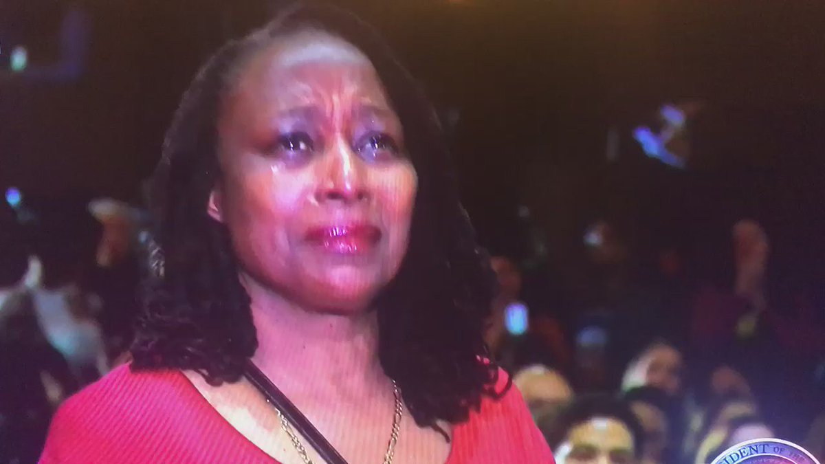 This woman is everyone. #ObamaFarewell https://t.co/gtRbyr4DTn