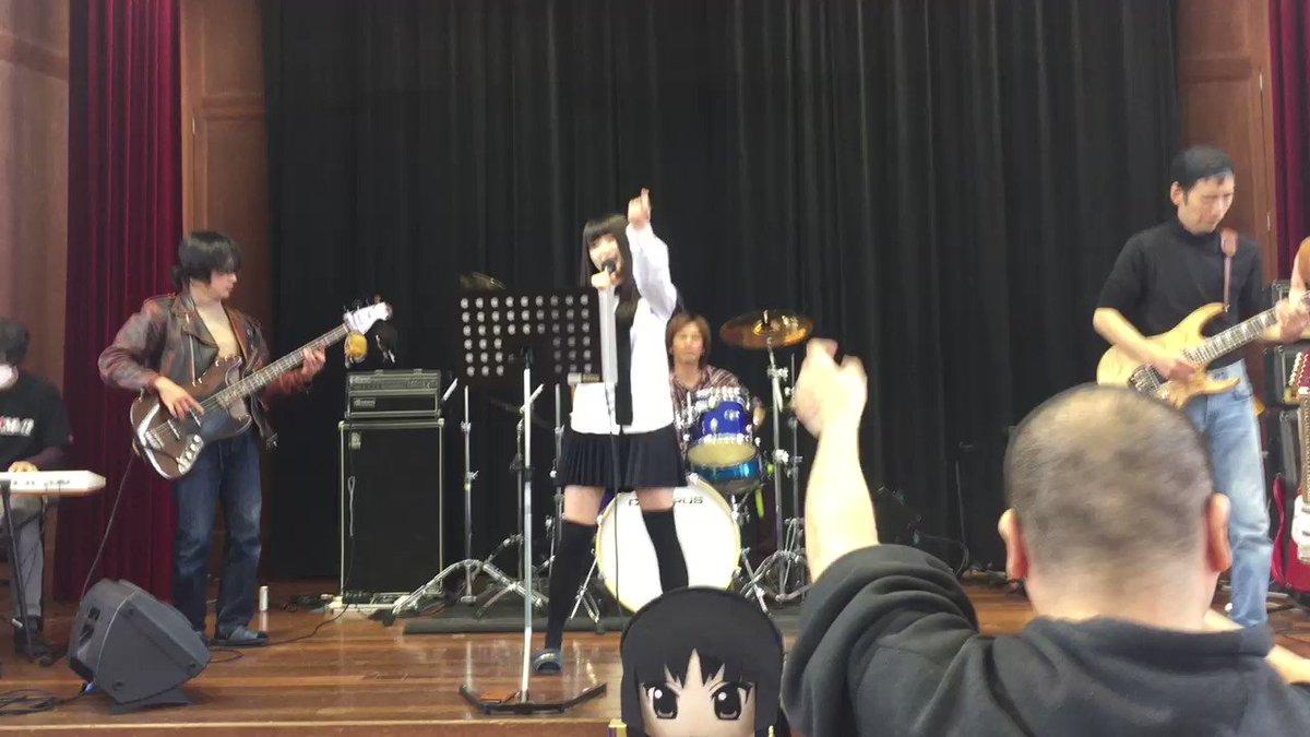 ミニライブ 急遽抜擢されたリアルけいおん部員!ボーカルキーボード担当です。外見まさしくリアル秋山澪(と紬も入ってるかな。