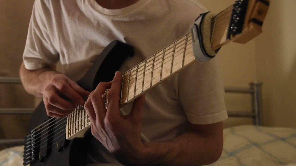 めも。Dan James Griffin8弦 x 8フィンガー x クリーントーンで、高速アルペジオ、ブロークンコード等