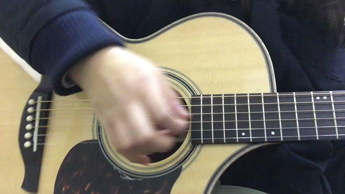 アルペジオのメロディ、この間のライブで何故かチキってめちゃ短く演奏しちゃった☺️爪が短い指のアルペジオの弾き方とか、あり
