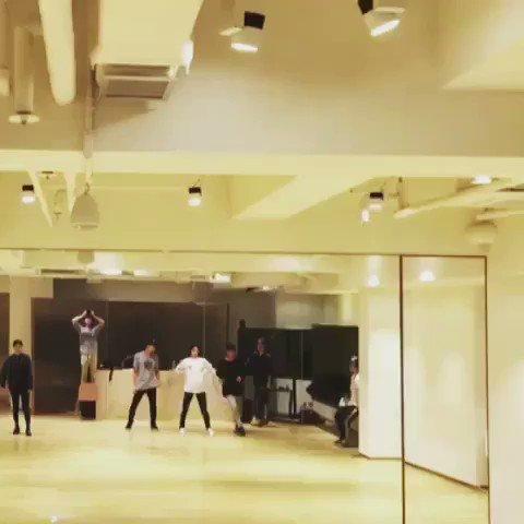 {VIDEO} 170117 #Jonghyun - HyunO Jin Instagram: 종현이 솔로콘 Red 첫연습때 댄서님들과~ https://t.co/vNTSVjX2z9 https://t.co/tsH5aqwPYQ