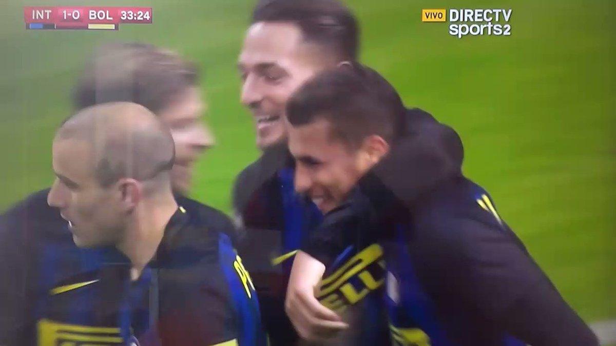 """Az önce Inter'in attığı gol. İtalya MHK başkanı """"o golü veren hakemin lisansını yırtarım falan diyecek mi acaba ?  https://t.co/OM0K41fyQO"""