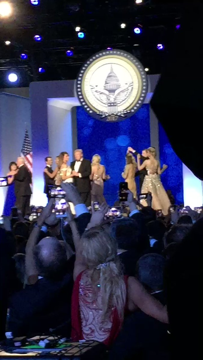 The crowd cheers 'USA' at the end of @POTUS and @FLOTUS' dance at the Freedom Ball. #TRUMP45 🇺🇸