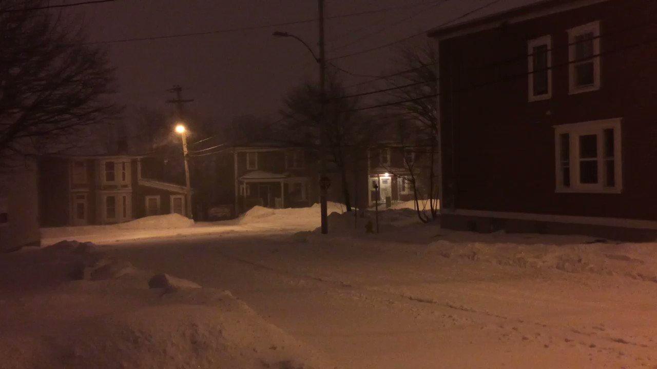 Snow blowing in #stjohns this morning. Blizzard warning in effect for Avalon & Bonavista. #nlwx #nltraffic #cbcnl https://t.co/2DfE4Bq3b3