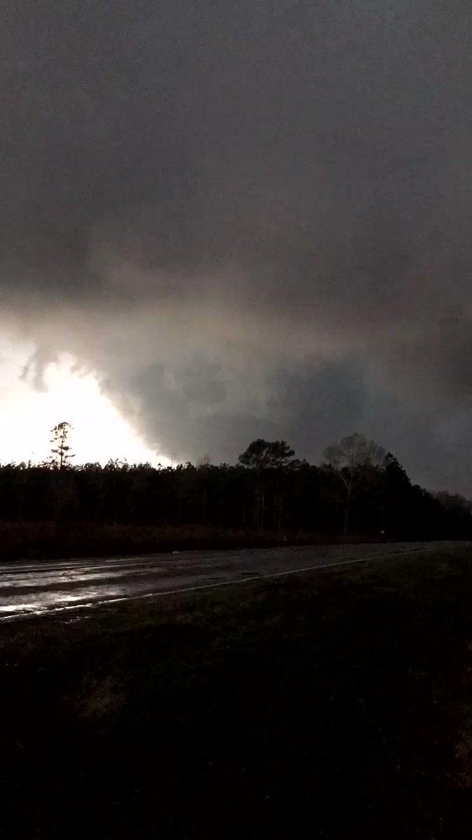 Yikes!  Tornado video from our chaser @MRHstormchaser in Plain Dealing, LA @NWSShreveport #arwx #lawx https://t.co/qAziyKRjCa