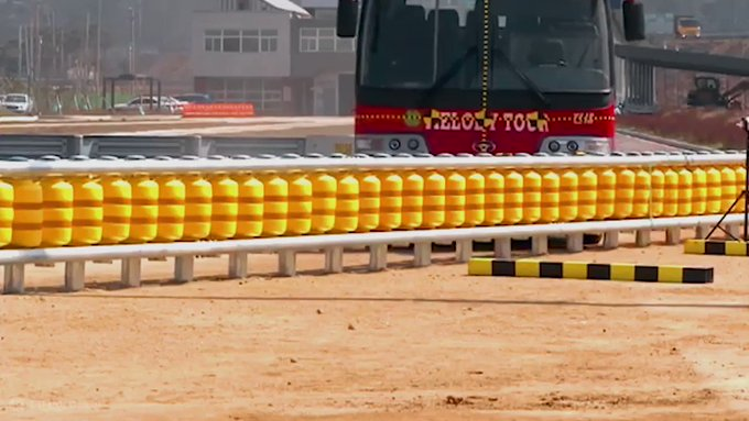 @OMGFacts: The rolling barrier is designed to prevent fatal car crashes. https://t.co/0obkxhvDy7