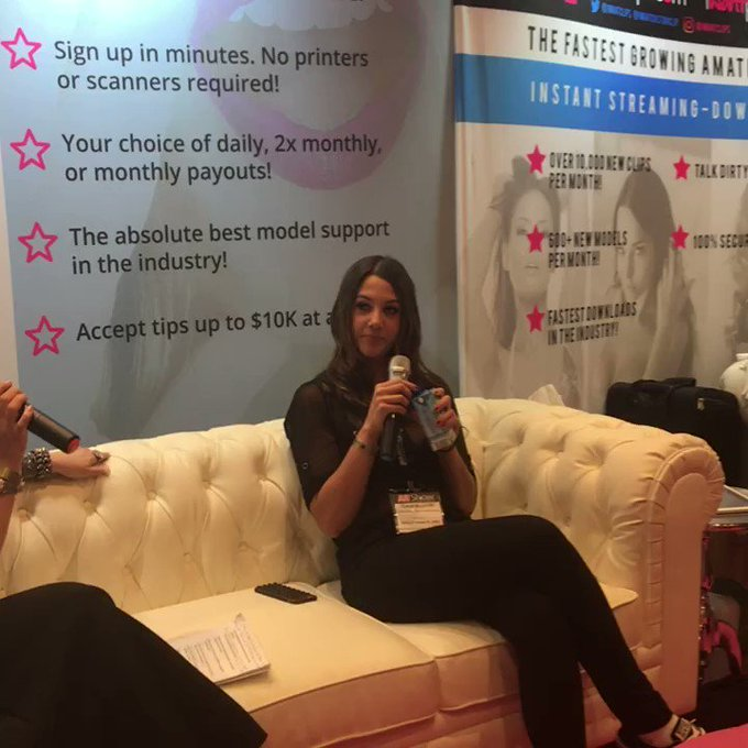 Ceara'sQ&A interview! We'll try to get streaming going soon! #AVN https://t.co/o0NTzd3PpQ