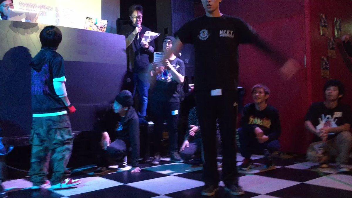 昨日のムーブ。あにトレ!の曲が流れたことで初めてAPOPバトルでロック系の曲以外で踊ったなぁ。