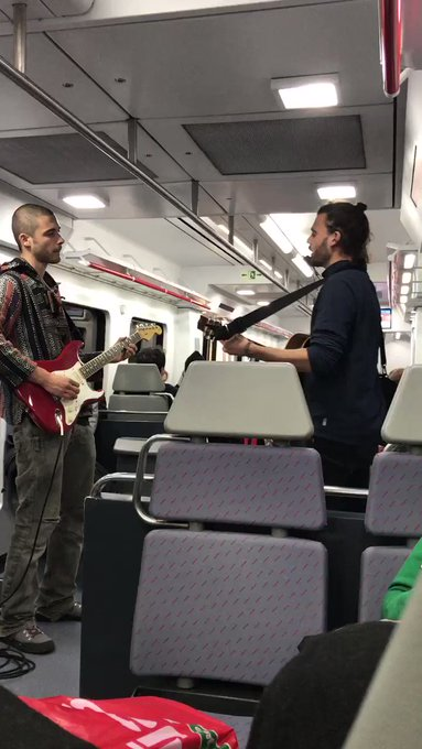Por eso me gusta ir en tren https://t.co/6Dg5g5zoaZ