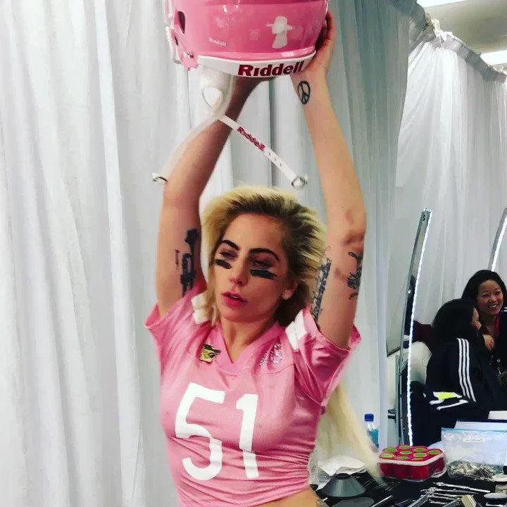 ����#SB51 #PepsiHalftime #GagaBowl https://t.co/rDWCXd673N