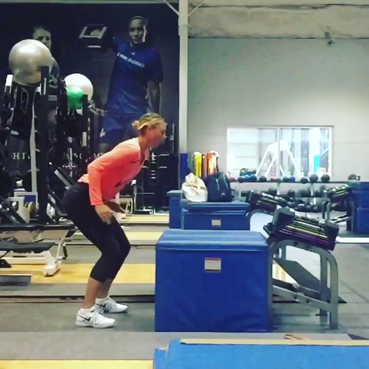 A few jumps, a little balance and some yoga to finish off a strong Saturday. ???????? https://t.co/sGR7q0mLlI