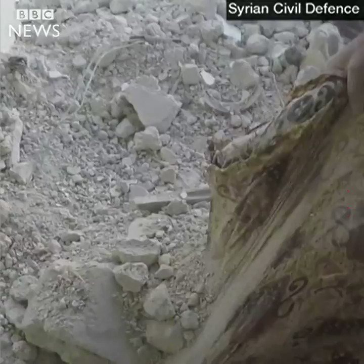 The moment a crying girl is unearthed by the White Helmets in Syria  https://t.co/K33yxxvIol