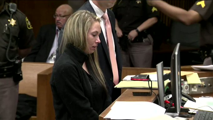 VIDEO: 2 removed from court during Redford woman's sentencing for deadly DUI crash https://t.co/bZTtVvZz8D