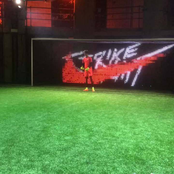 We're live at #strikenight with @nikefootball 🎯🕹🚀🚀👌 https://t.co/yCTYlSYjjM