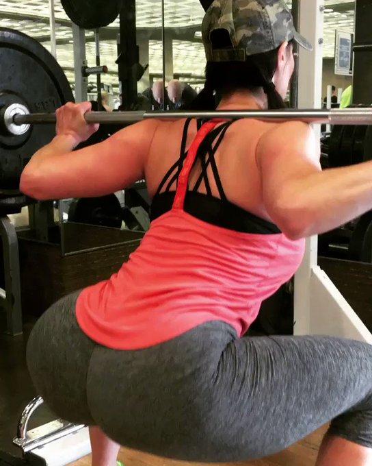 #LegDay #GirlsThatLift #sexy #Booty🍑 #Squat #LustArmy https://t.co/F6RYQMeKUT