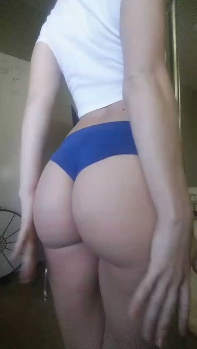 Good morning and happy #FriskyFriday Twitter. Do you wanna play with my butt? ;) https://t.co/uhMxj6
