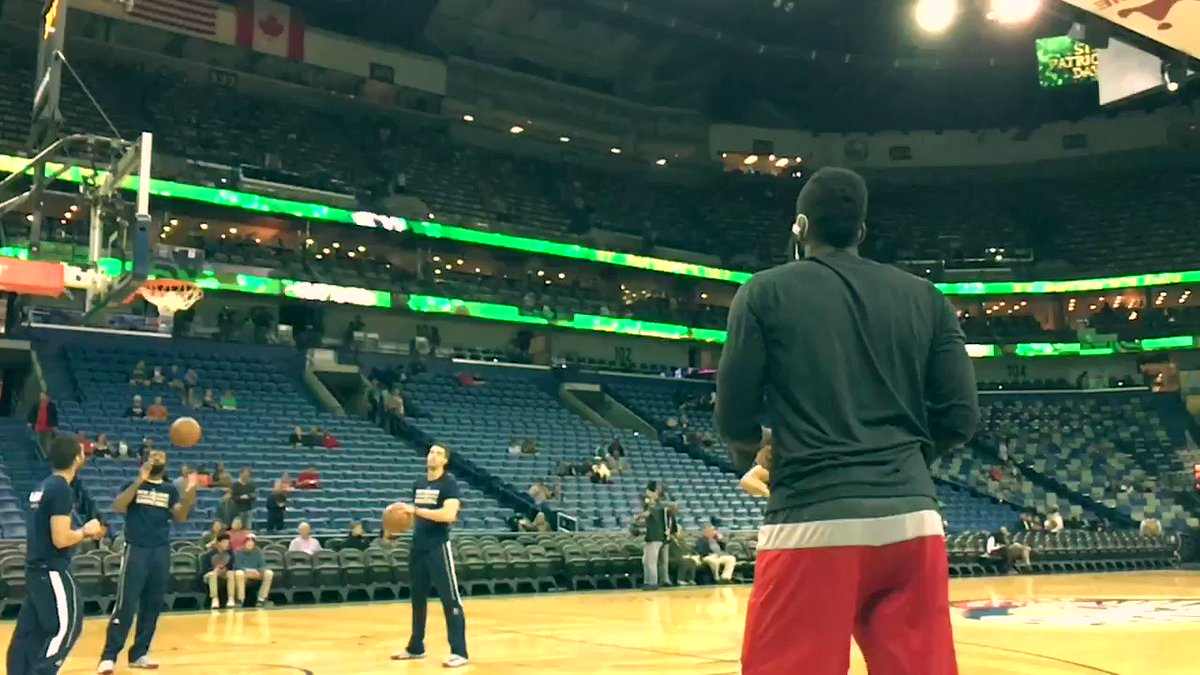 .@JHarden13 getting loose for tonight. ���� https://t.co/fDIqVQrT54