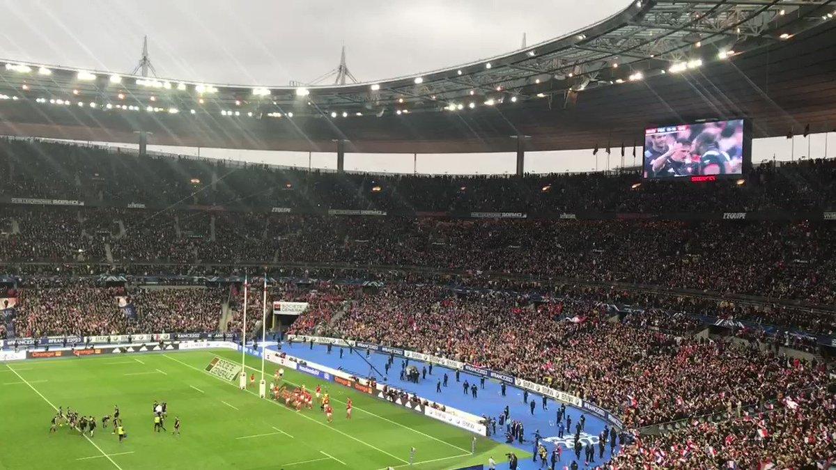 Le public du Stade acclame les Bleus  après cette fin de match sous haute tension ! 🇫🇷 #StadeDeFrance #FRAPDG