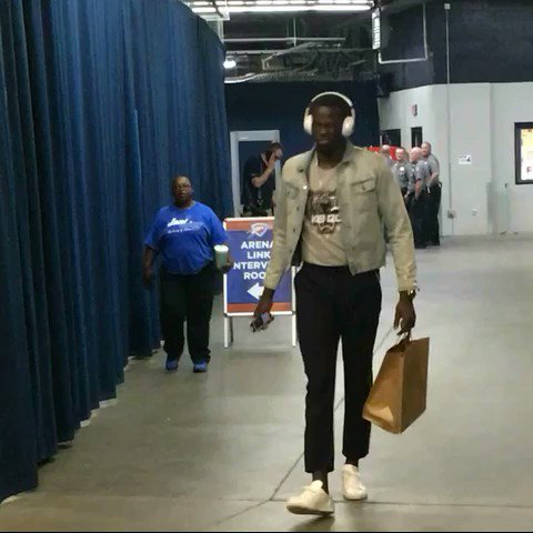Draymond Green & the @warriors begin to arrive for work in OKC... 8pm/et tip on @NBAonTNT! https://t.co/ZqihoHLAeV