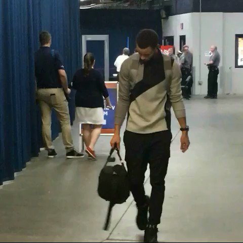 Steph Curry arrives for the @warriors... facing the @okcthunder tonight on @NBAonTNT, 8pm/et. https://t.co/5LPy62Z9sY