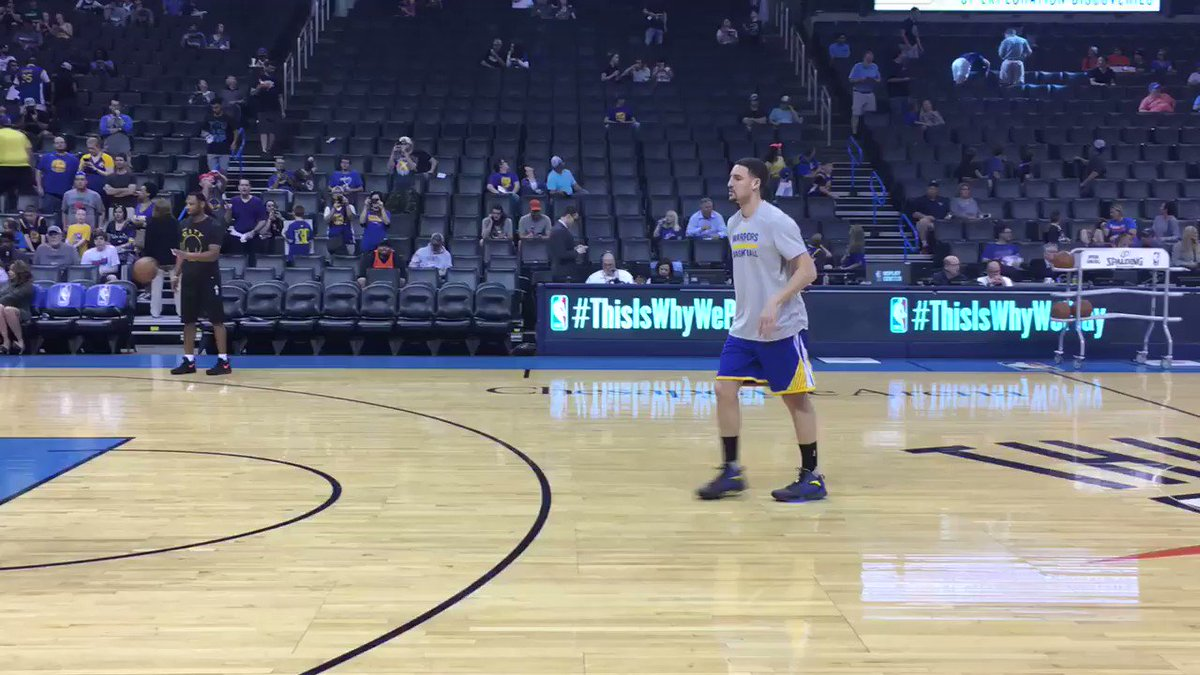 Klay Thompson getting to his spots for pregame warmups in OKC... @warriors / @okcthunder coming up on TNT! https://t.co/J0ZyvmA72w