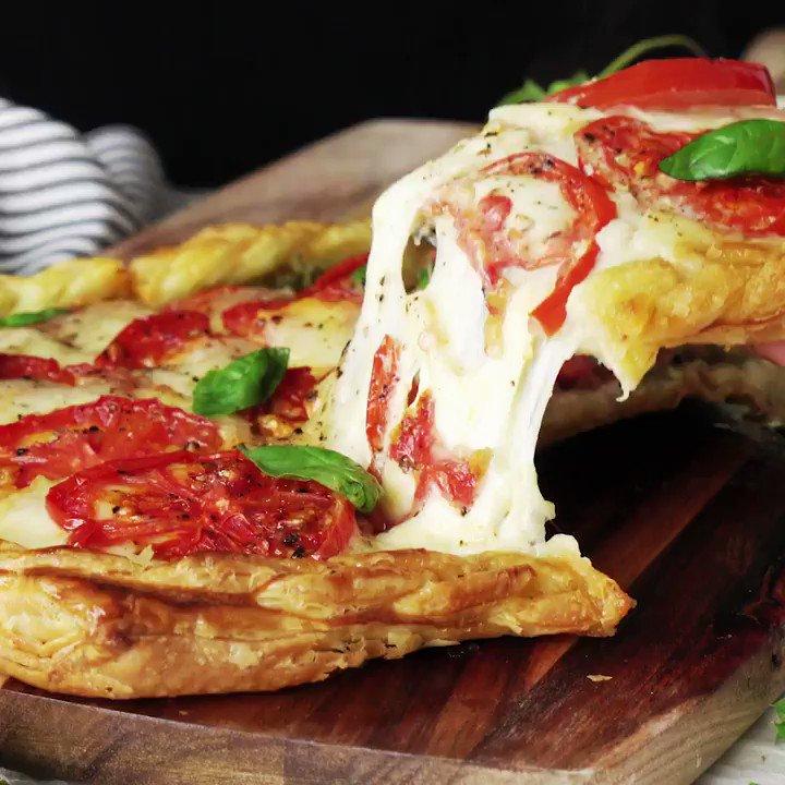 【パイ生地あみあみ】もっちり焼きカプレーゼパイレシピはYouTubeを見てね#チーズ  #モッツァレラチーズ #PR