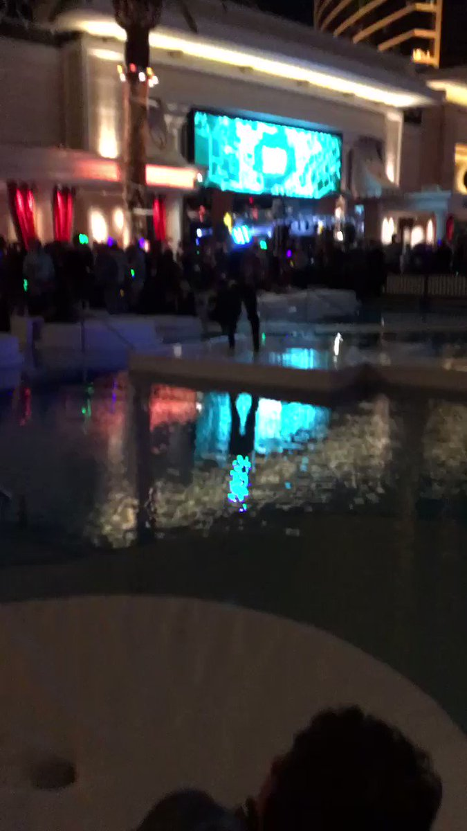 DigitalPianism: Crazy ass party last night at #Magentoimagine https://t.co/KepYGH8Zpv