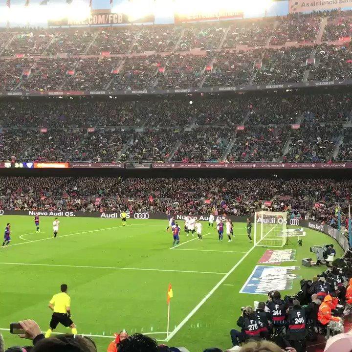 RT @CeciliaMartruj: Así vivimos el gol de Leo Messi @ElPenalti2015 @xavicendra  ????????⚽️ @SevillaFC https://t.co/t3gpoqBO75