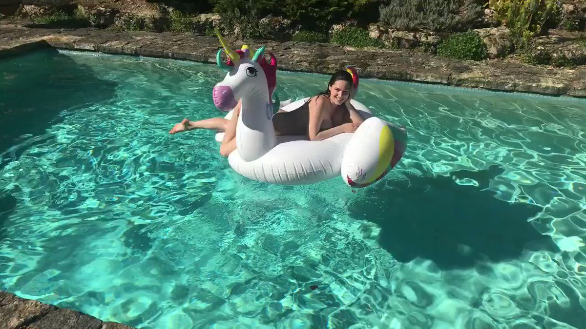 Unicorns are out @ASOS Inflatables https://t.co/Uss9DfvK1y https://t.co/jvsgUWRoOU