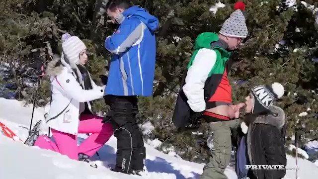 .@sky_verona y @VyvanHill, orgía sobre la nieve con @potrobilbaoporn y @anthonxgaultier https://t.co/WOfePfNTzE