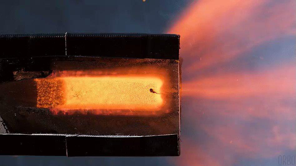 Corte transversal de un cohete pirotécnico a 1500 fotogramas por ...