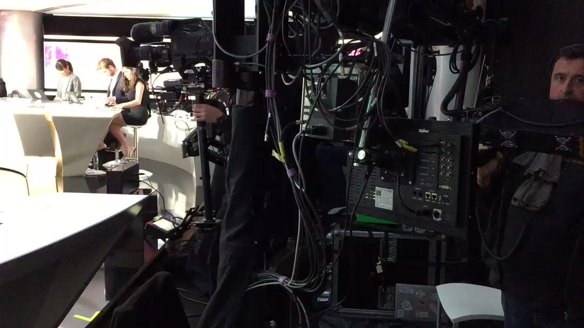 Le plateau de @TF1 côté coulisses (ça tourne !)  #PuremediasàTF1