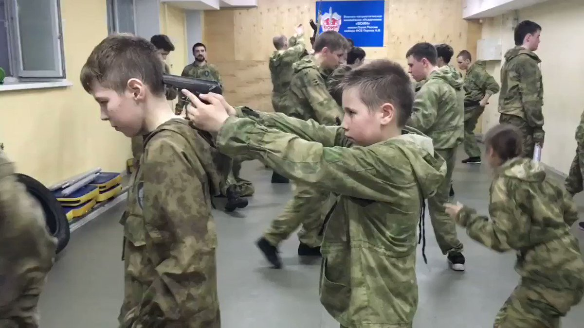 This is what I saw when I visited the 'military-patriotic club' called 'Warrior' in Chelyabinsk. https://t.co/VqMxhRdSwF