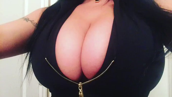 Heading out..... #kittytitties #killercurves #curves #hottness #hugetits #cleavage #boobs #busty https://t