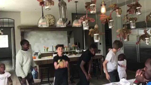Whippin in the kitchen!!! Vive La France!! ???????? ???????????????????????????????????? https://t.co/y59RIYRBWb